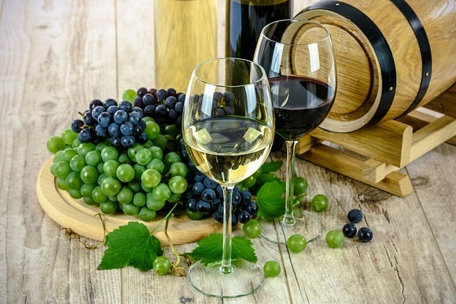 Auch Rotwein und Trauben enthalten Polyphenole